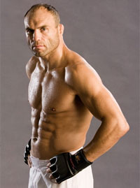 Randy Couture signs SIX-FIGHT contract with UFC