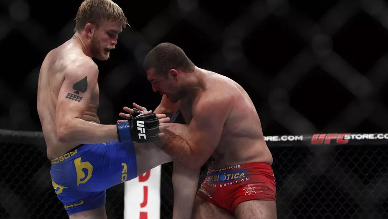 Alexander-Gustafsson-Def-Shogun-Rua-At-UFC-On-Fox-5 Alexander Gustafsson