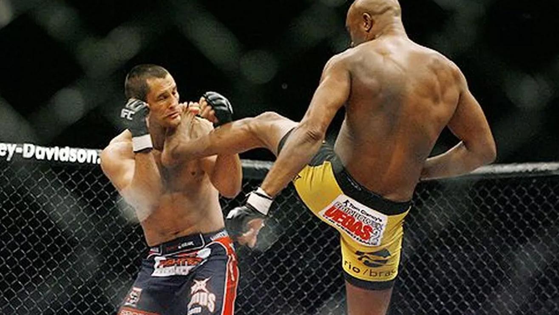 Anderson-Silva-vs-Dan-Henderson-UFC-82 Dan Henderson