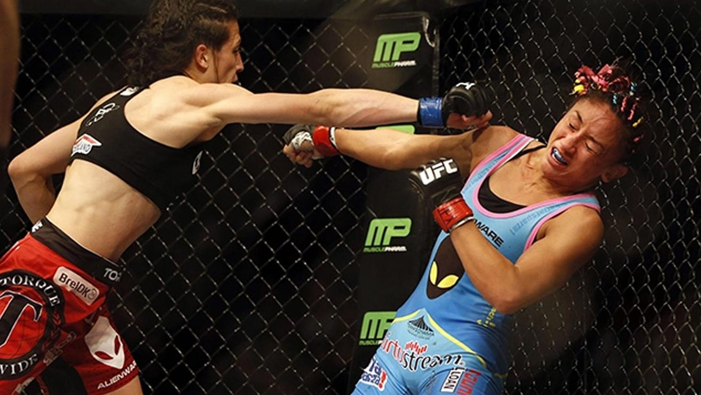 Carla-Esparza-Joanna-Jedrzejczyk-UFC-185 Joanna Jedrzejczyk