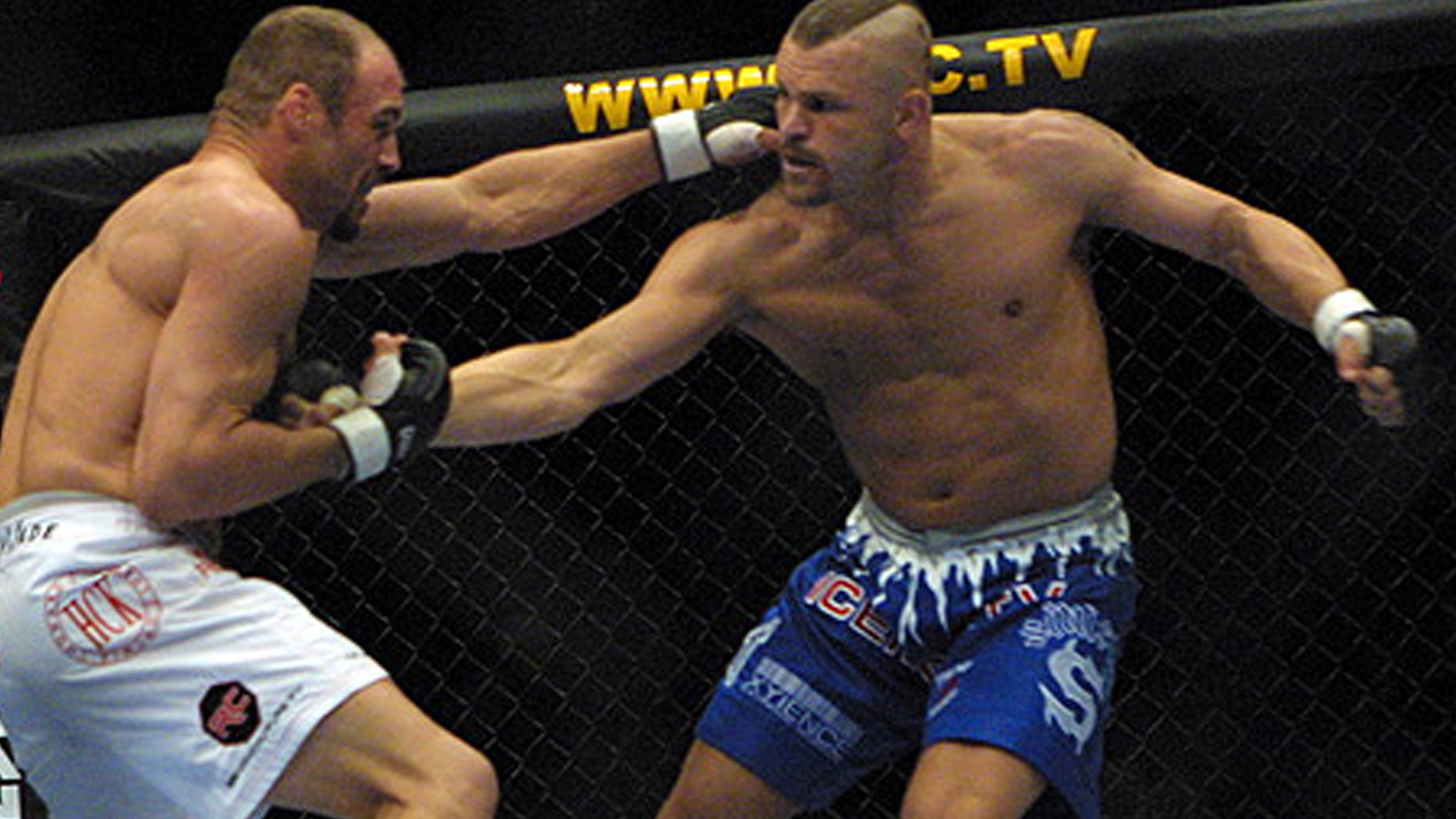 Chuck-Liddell-Def-randy-Couture-at-UFC-52 Randy Couture