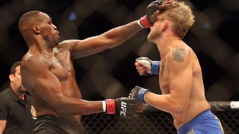 Jon-Jones-Def-Alexander-Gustafsson-At-UFC-165 Alexander Gustafsson
