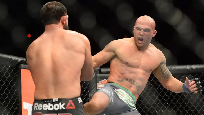 Robbie-Lawler-Beats-Johny-Hendricks-at-UFC-181 Johny Hendricks