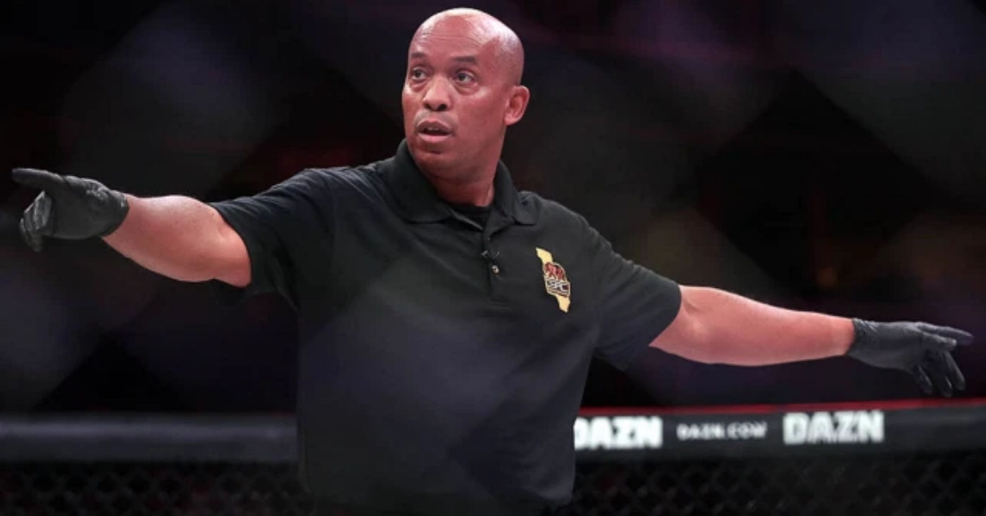 Referee Mark Smith Agrees With Herb Dean's Decision To Let Holloway vs Kattar Continue